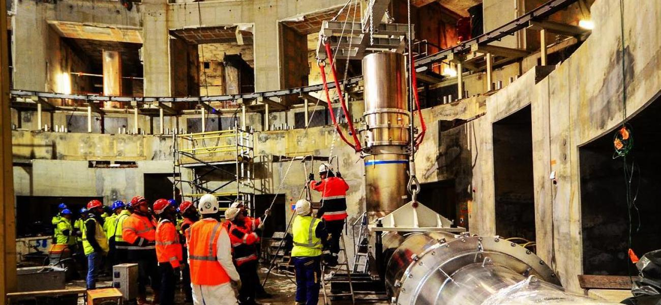 Magnet feeder is the first machine component installed in the tokamak building