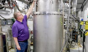Cryoviscous compressor in testing at the ORNl Spallation Neutron Source